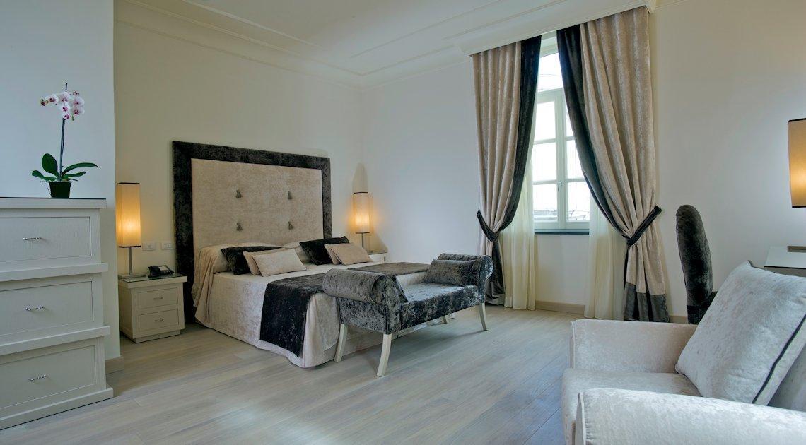 Palazzo Decumani, hotel di charme Napoli - Piazzetta Giustino Fortunato
