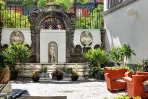 Hotel piazza Bellini, albergo 3 stelle Napoli centro storico (cortile e fontana)