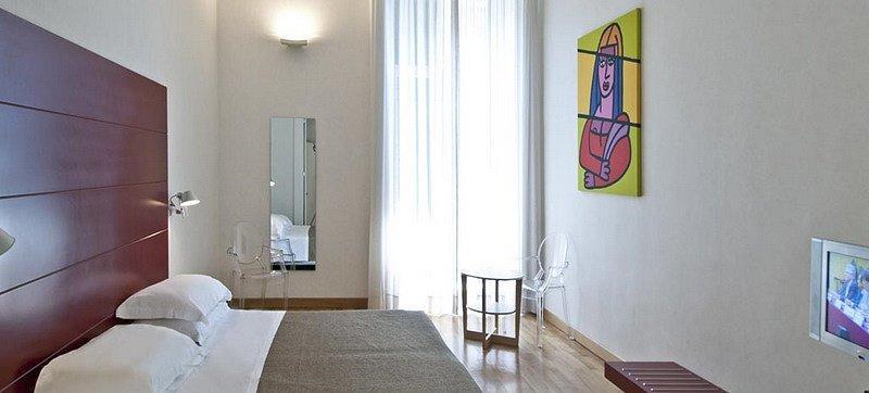 camera hotel piazza Bellini Napoli centro