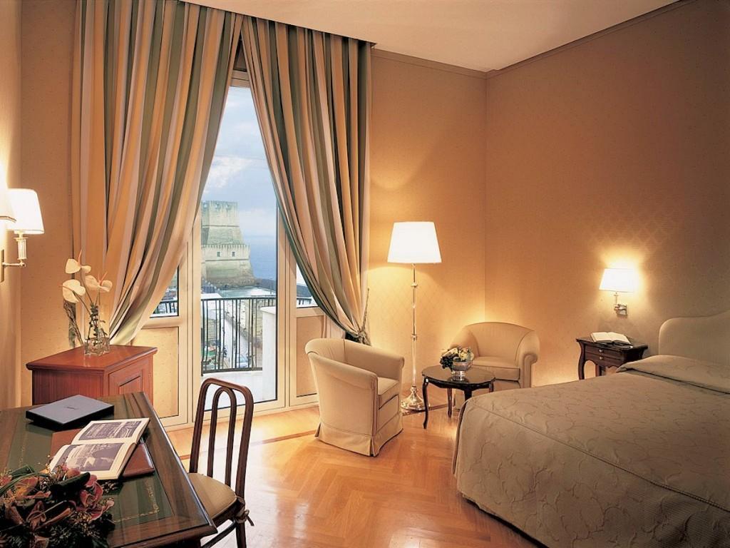 Camera Grand Hotel Vesuvio Napoli